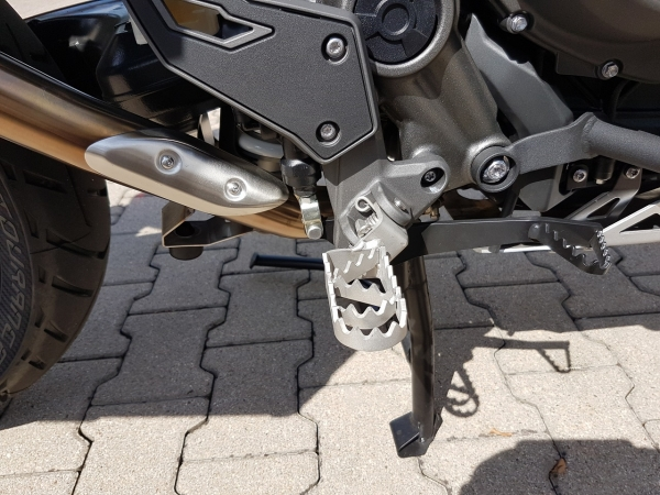 """Bear trap"" 4,5cm lower Rallye-footpegs for all Triumph Tiger EXPLORER"