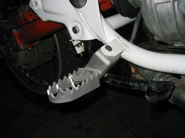 """Bear trap"" 6,5cm lower Rallye-footpegs for all BMW R80GS und R100GS"